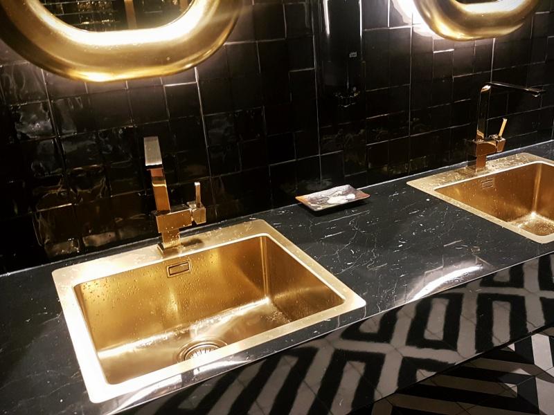 Pick 6ix washroom