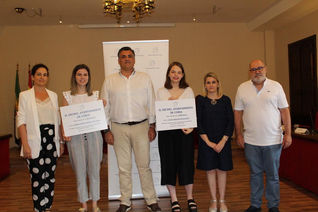 Lucía Sánchez y Elena María Ibarra becadas con 1.000 euros por conseguir los mejores expedientes académicos de Bachillerato