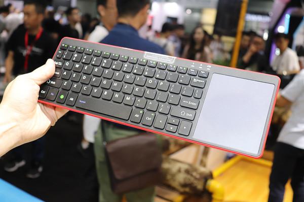 Wahe Home : Une TVBox de salon originale avec clavier et pavé tactile