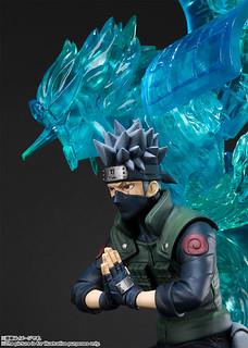 """I'll protect you with my life. Trust me."" Figuarts ZERO Naruto Shippuden: Kakashi Hatake - Susanoo - Kisuna Relation"