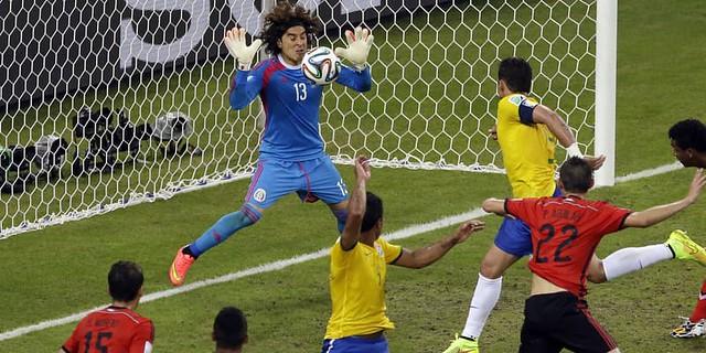 Ochoa Yang Sangat Tangguh Kali ini Harus Dikalahkan Neymar
