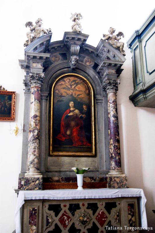 Алтарь возле хоров в церкви Св. Клары