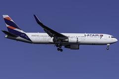 CC-BDA_JFK_Landing_04R_Side