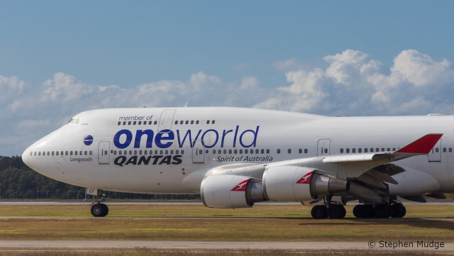 VH-OEF departing Brisbane as QF15
