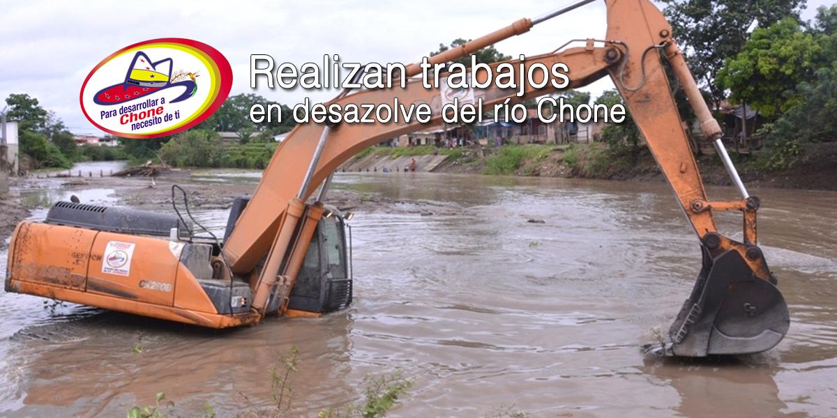 Realizan trabajos en desazolve del río Chone