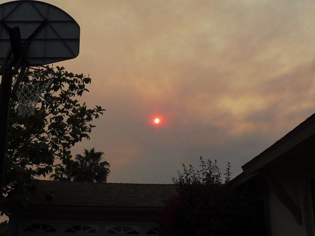 P1040241 Goleta red sun thru Sherpa Fire smoke clouds