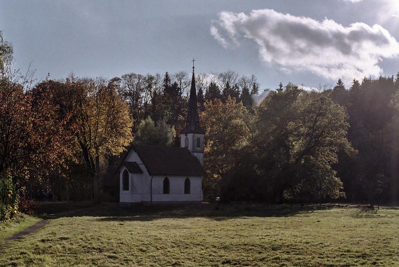 [analog] Holzkirche in Elend im Herbst