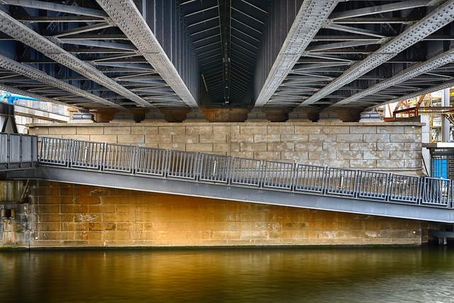 Unter der Brücke - HDR