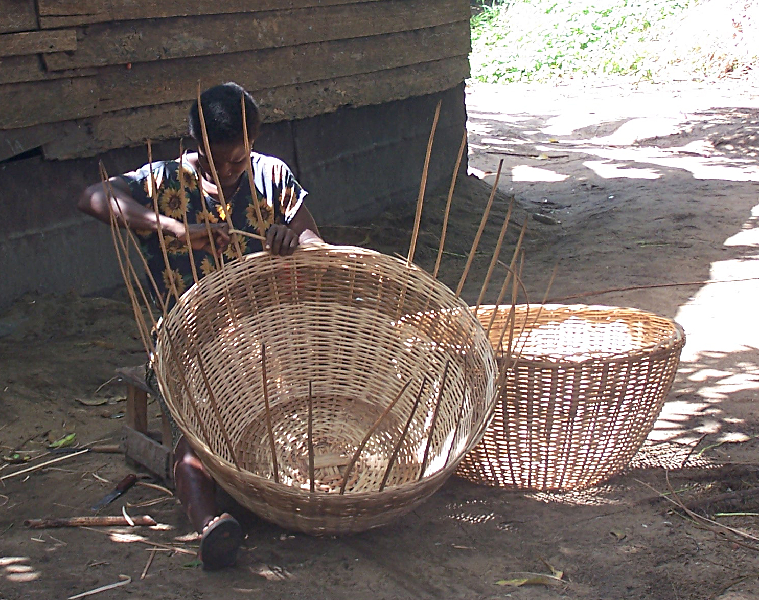 Woman weaving baskets near Lake Ossa, west of Edea in Cameroon's Littoral Province. Photo taken on May 28, 2006.