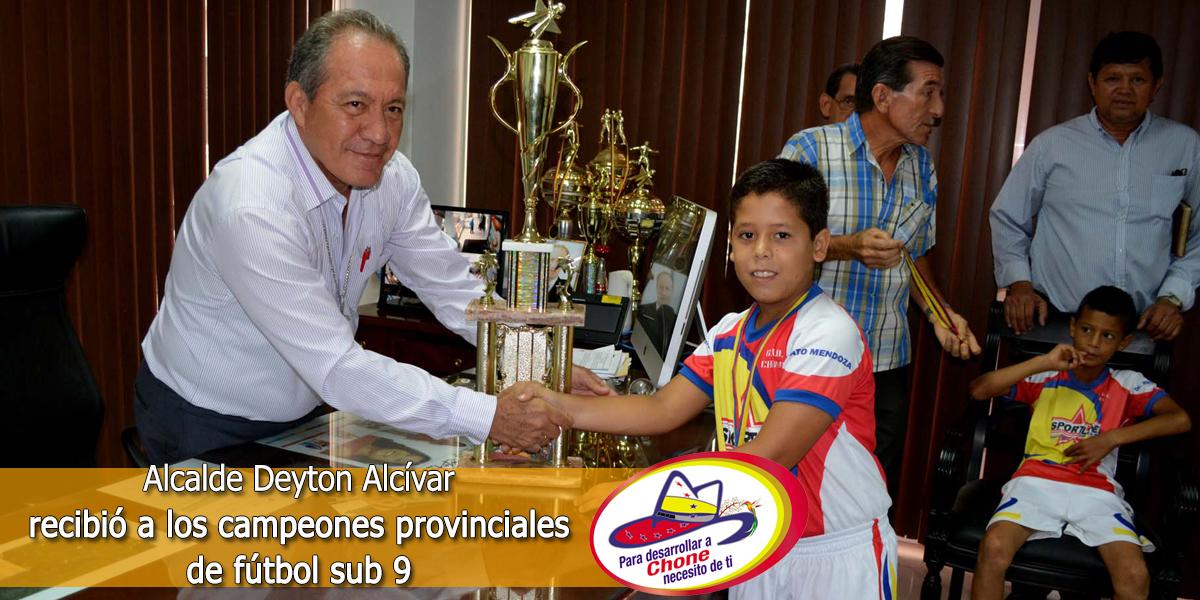 Alcalde Deyton Alcívar recibió a los campeones provinciales de fútbol sub 9