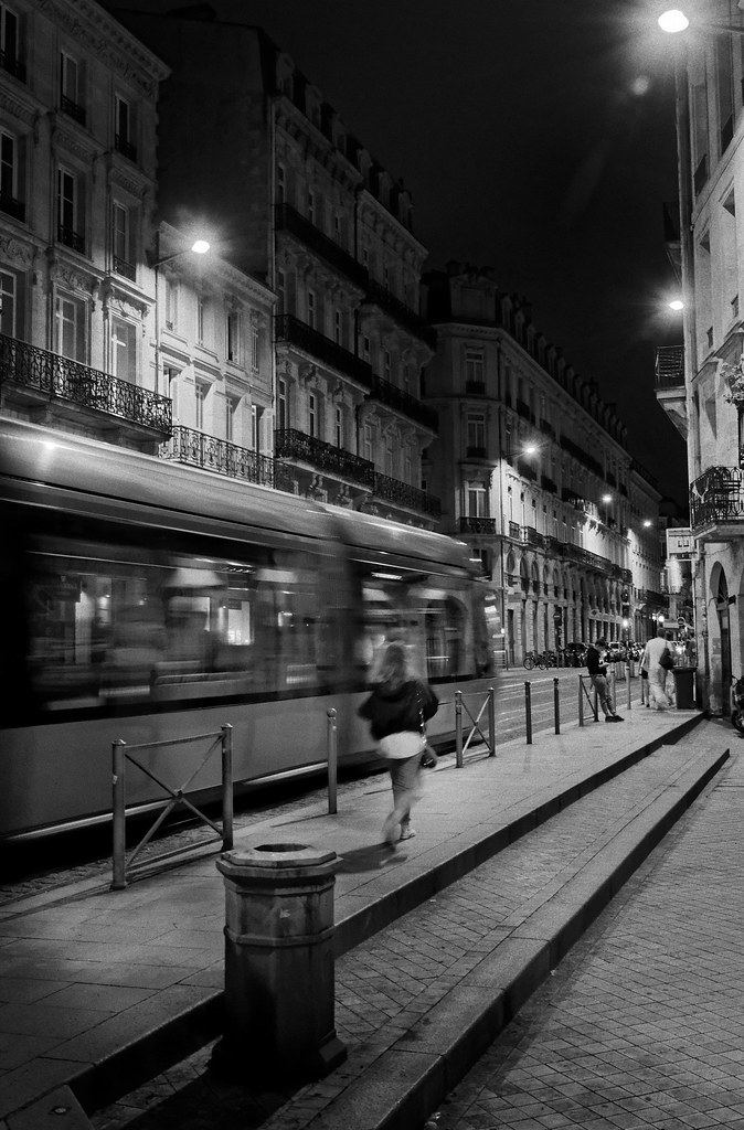 tramway-Bordeaux-by-night