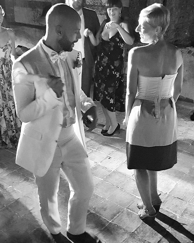 Letta dance #party #wedding #fun #music #love #blackandwhite #bw #night #dance #dancing #beccacimmi #beccacimmiwedding #marzamemi #sicily