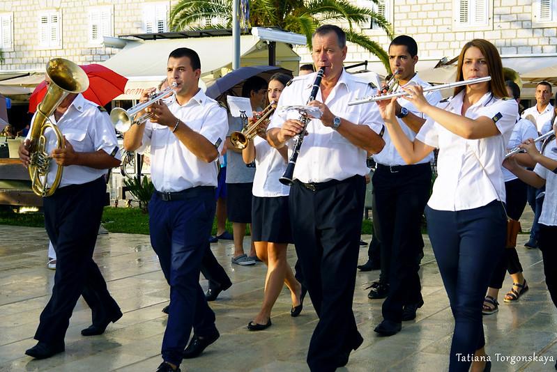 Тивасткий оркестр на открытии Фестиваля жученицы