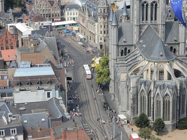 uitzicht op toren Sint-Baafskathedraal: Sint-Niklaaskerk