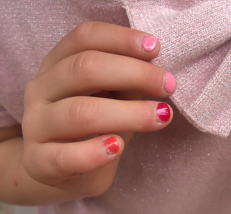 myrkytön kynsilakka lapselle