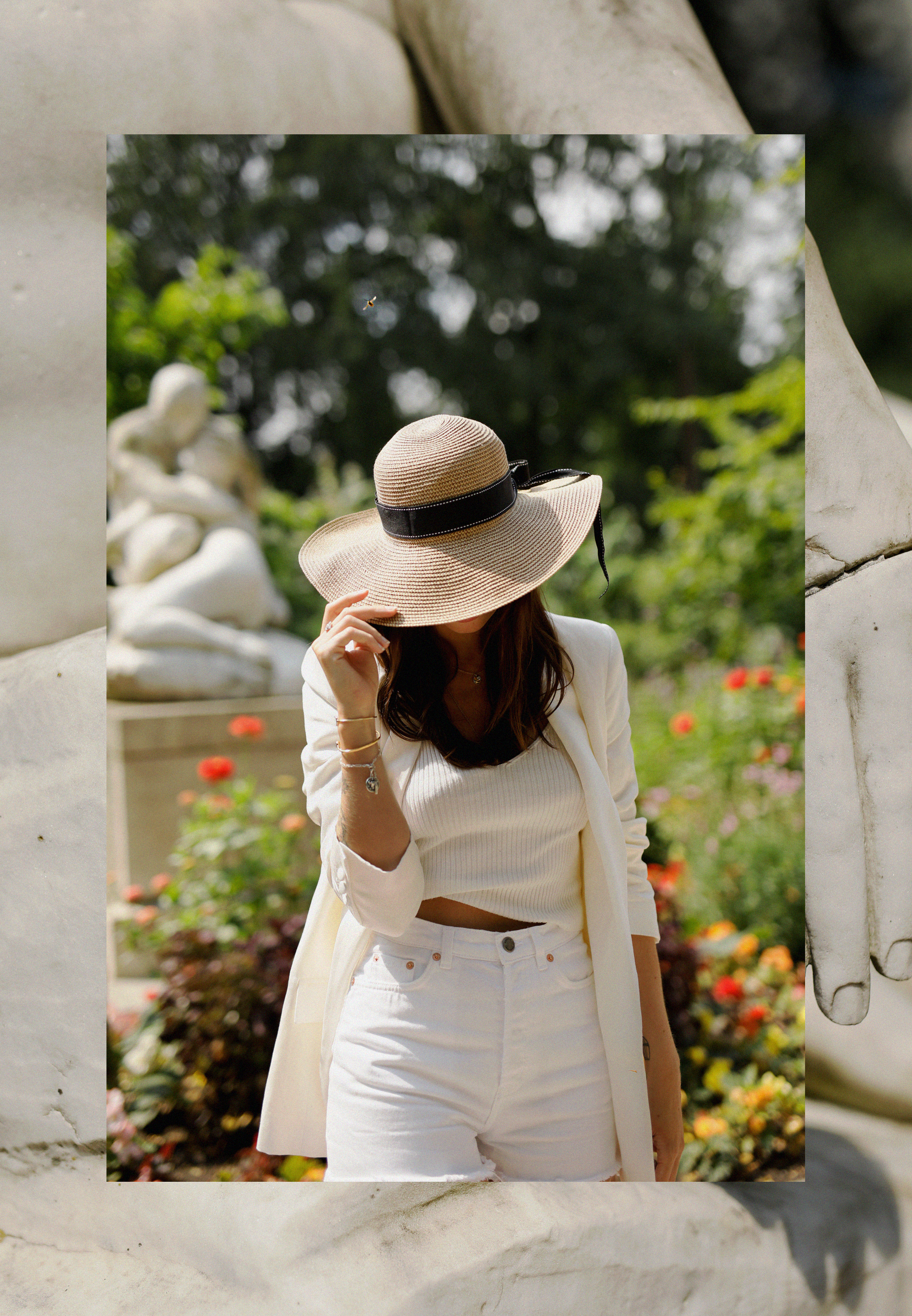 all white & other stories shorts blazer straw hat summer bag rouje hermes oran sandals statue marble dusseldorf düsseldorf dus art artist artsy fashionblogger modeblog jane birkin jeanne damas outfit mode inspiration look seventies ricarda schernus 4