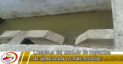 Limpieza del módulo de captación de agua cruda en San Antonio