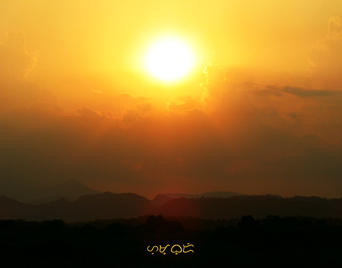 sunset sun sunlight clouds ciel himmel travel vacation goldenhour canon powershotsx530hs sunrays sunbeams kahel landscape landschaft silhouette mountains sky rural country glow mountain hill hills