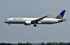 United Airlines Boeing 787-9 N26966