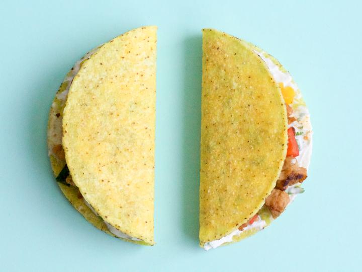 Knapperige taco met spicy kippengehakt