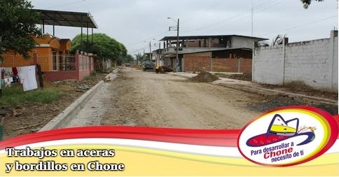 Trabajos en aceras y bordillos en Chone