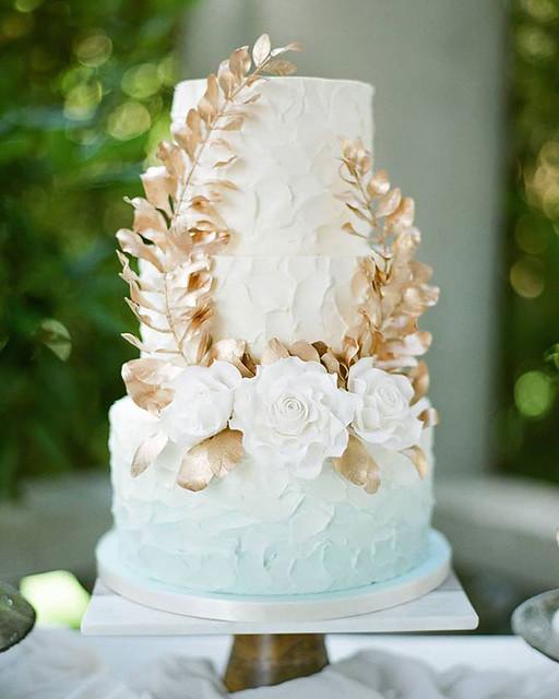 Vintage Style Wedding Cake.03