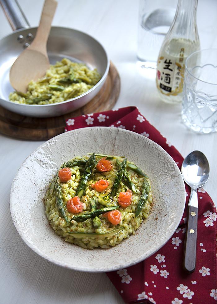 Risotto con Crema di Asparagi, Senape e roselline di Salmone