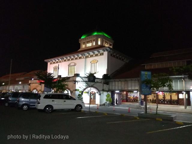 Stasiun Semarang Tawang, Mahakarya Mr. Sloth Blowboer, Pintu Masuk Semarang