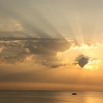16. Juuli 2018 - 6:40 - A flat sea at dawn before an approaching storm - Un mare calmo all'alba prima di un temporale in arrivo