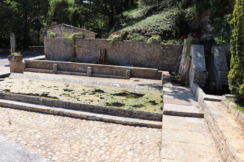 Nuzéjouls - La fontaine de l'Hermitage