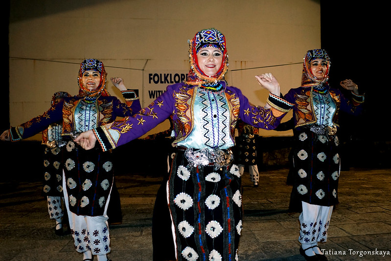 Танец женщин из турецкой группы