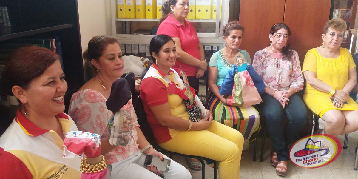 Españolas dictan taller a guías bibliotecarios municipales