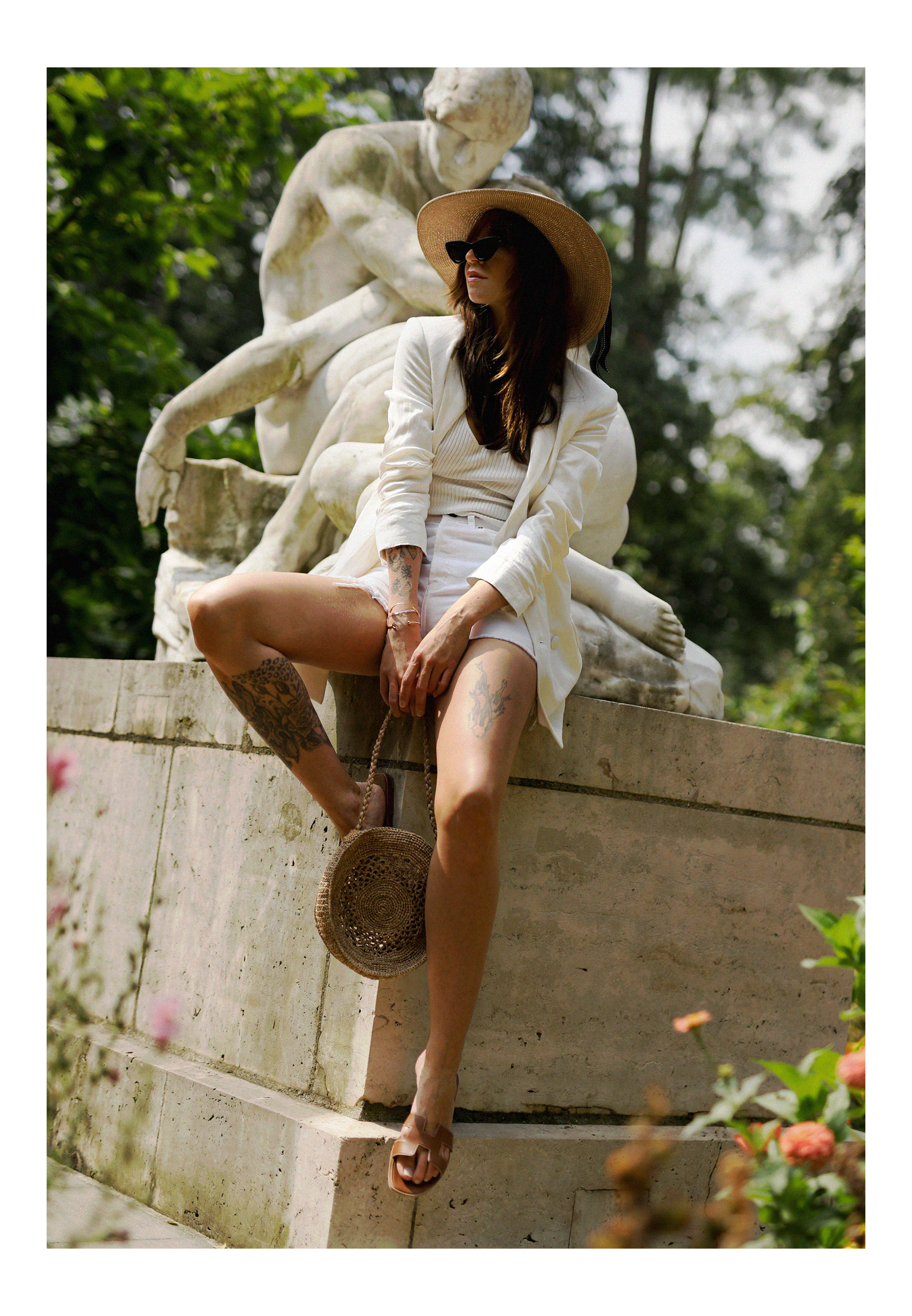 all white & other stories shorts blazer straw hat summer bag rouje hermes oran sandals statue marble dusseldorf düsseldorf dus art artist artsy fashionblogger modeblog jane birkin jeanne damas outfit mode inspiration look seventies ricarda schernus 1