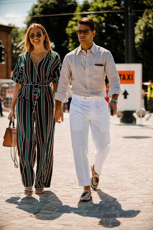 アイボリーリネンシャツ×白パンツ×アイボリータッセルローファー