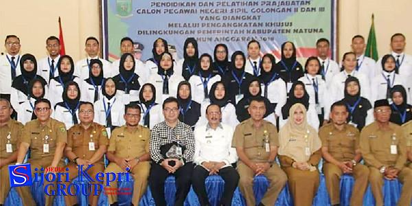 Bupati Natuna Hamid Rizal, Sekda Natuna, Wan Siswandi, para pimpinan OPD Pemkab Natuna, dan para peserta Diklat Prajabatan CPNS golongan II dan III