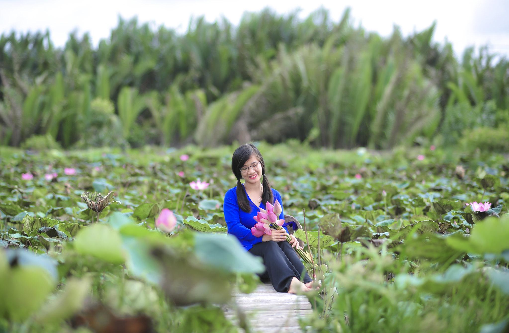 hoa sen và người đẹp