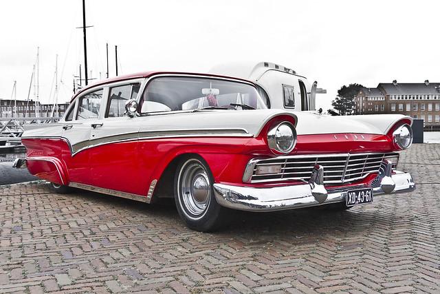 Ford Custom 300 Fordor 1957 (7402)