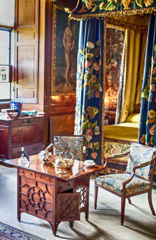 The Black & Yellow Bedroom, Burghley House. Credit Greta Georgieva, flickr
