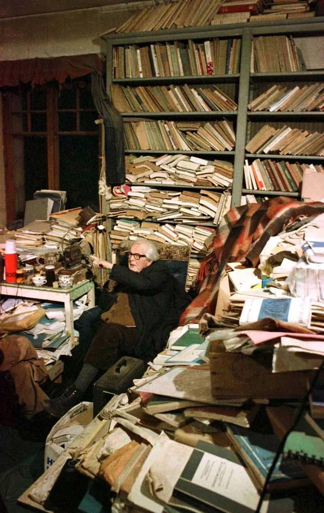 El psicólogo suizo Jean Piaget en su despacho en 1979 (murió un año después)