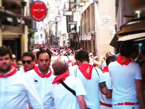 Pamplona en blanco y rojo. #igerssf2018 #igerspamplona #sf2018 #igersspain #pamplona #sanfermines2018 #sanfermin #sanfermin2018 #navarra