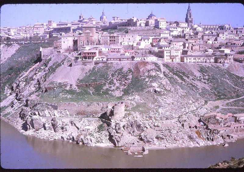 Torre de Alfarach y vista de Toledo en abril de 1963. Película Kodachrome. Donación de la familia Burgos.