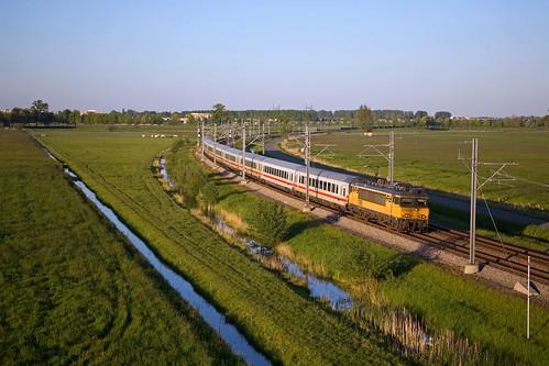 NS 1765 + IC 142 Berlin Ostbahnhof - Amsterdam Centraal  - Kampen  (omleiding vanwege werkzaamheden tussen Apeldoorn en Amersfoort)