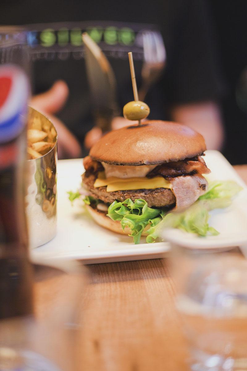 grande-parilla-special-burger