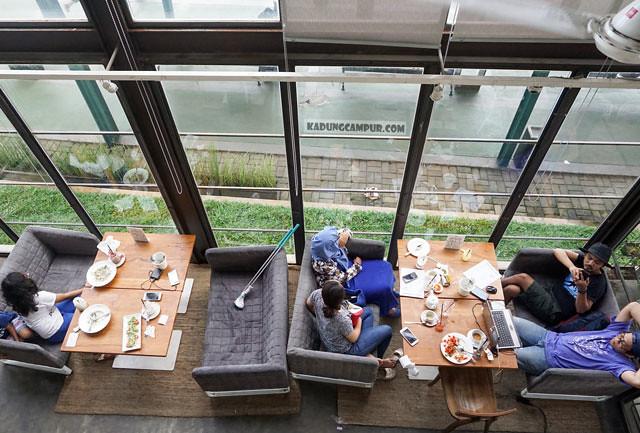 public house bintaro tempat duduk view golf 1 - kadungcampur