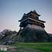 kumamoto castle teetering-