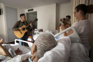 TEMUDAS 2018. ACCIÓN SOLIDARIA DEL TEMUDAS Y HOSPITALES SAN ROQUE CON QUIÉNES NO PUEDEN DISFRUTAR DEL FESTIVAL CON VOZ DE SAMUEL GUEDES