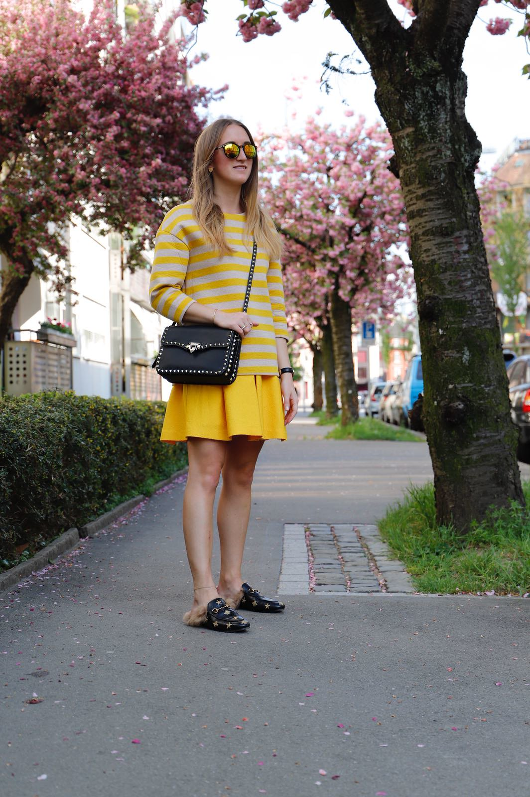 all-yellow-everything-whole-outfit-side-wiebkembg