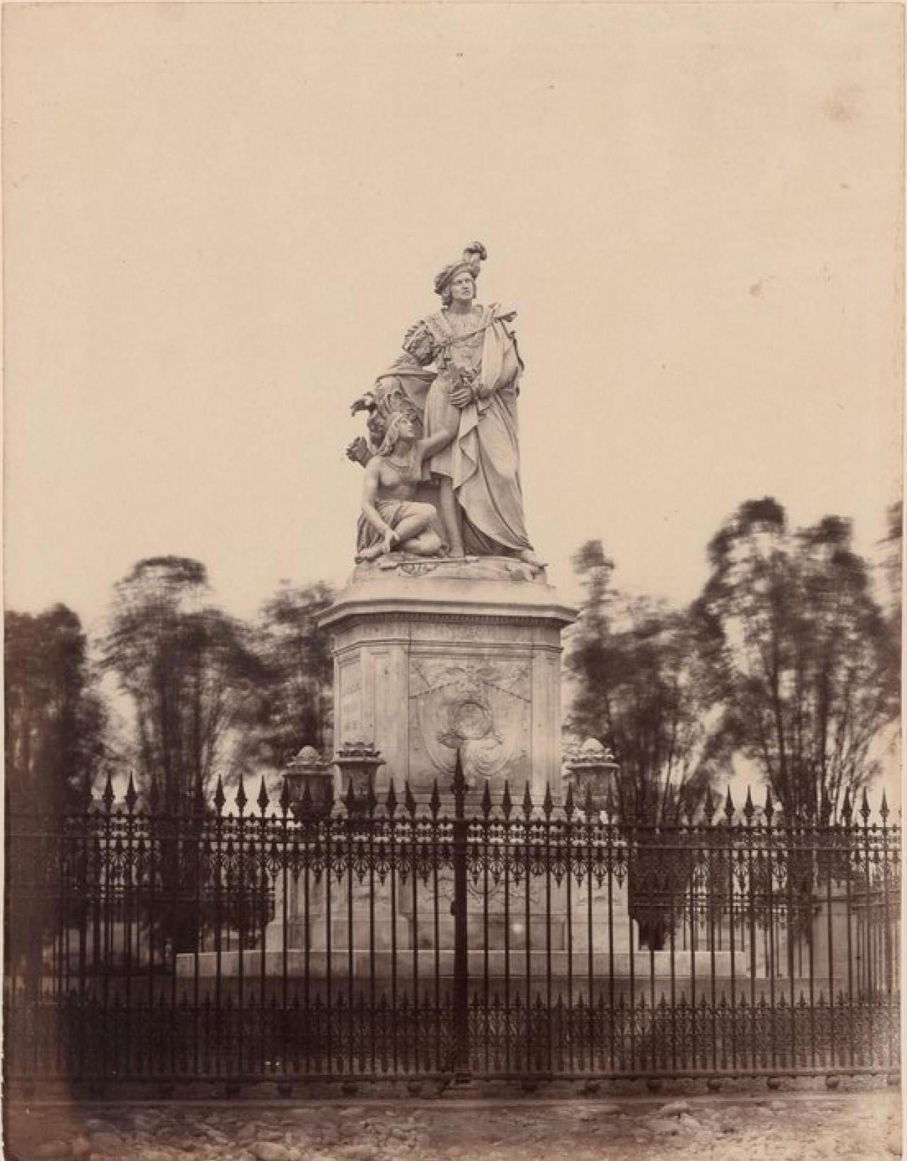 Лима. Статуя Колумба у входа в старый общественный сад