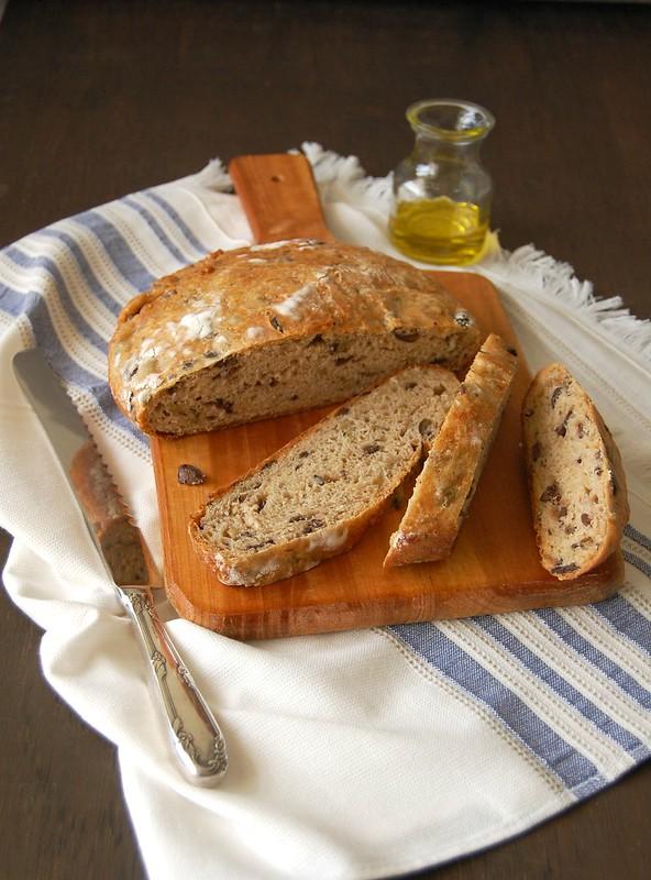 Pão de azeitona e queijo