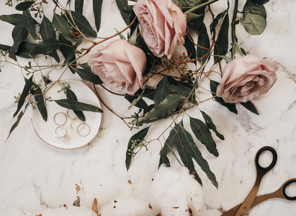 roses-cotton-eucalyptus-bouquet-winter-6